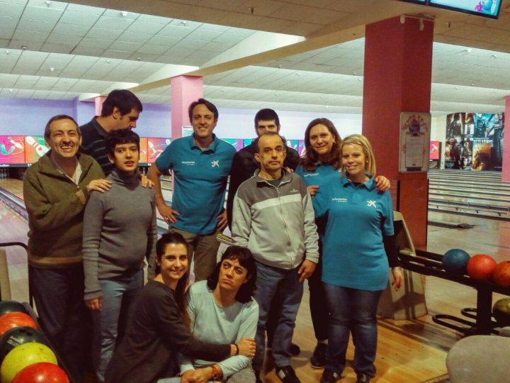 Los empleados de CaixaBank comparten actividades con jóvenes de APADIS en la Semana Social