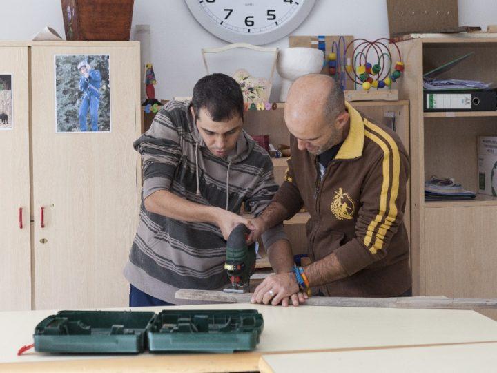 """""""la Caixa"""" y APNA, apoyando la inclusión de personas con autismo"""