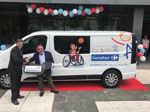La Fundación Solidaridad Carrefour dona una furgoneta a fundación Zuzenak