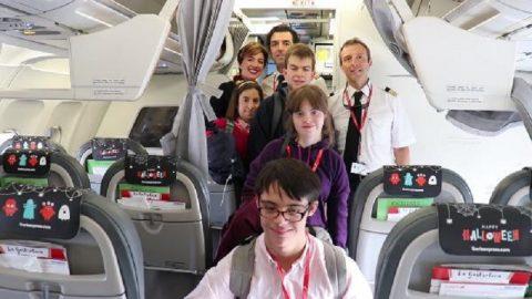 Iberia Express lleva a 30 jóvenes de Down Madrid a los estudios Warner Bros en Londres