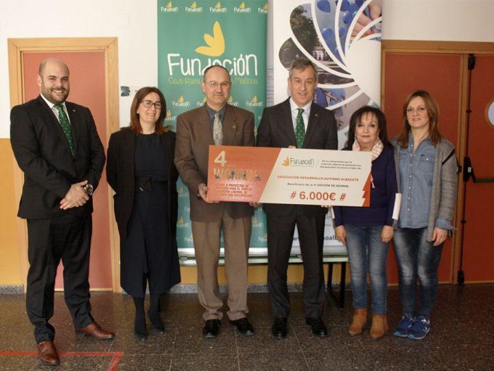 La Asociación Desarrollo Autismo de Albacete recibe 6.000 euros de Caja Rural C-LM por su proyecto «EmpleaTEA»