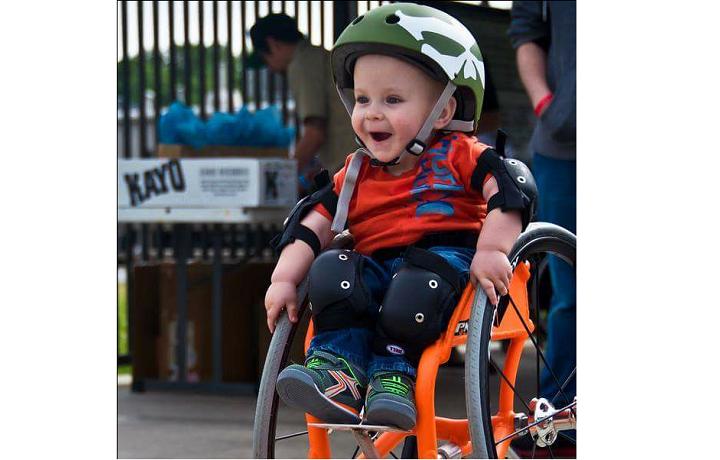 Chipiona inagura el primer parque infantil adaptado con la ayuda de La Caixa.