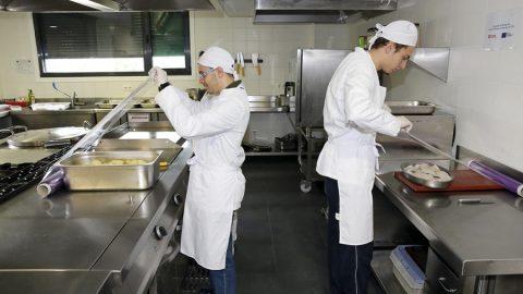 Fundación Menela forma a cinco jóvenes con TEA como auxiliares de cocina y hostelería