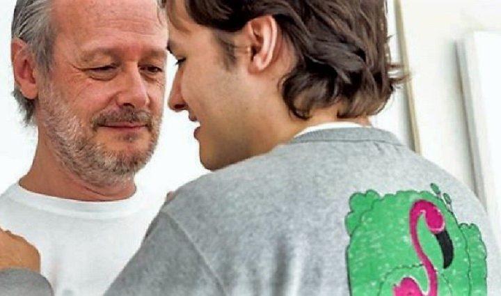 Jaime, el joven con autismo que triunfa pintando camisetas