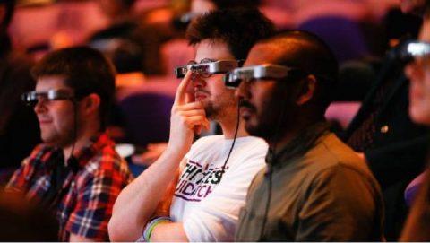 Smart Caption, Las gafas de Epson para personas con discapacidad que revolucionan el Teatro.