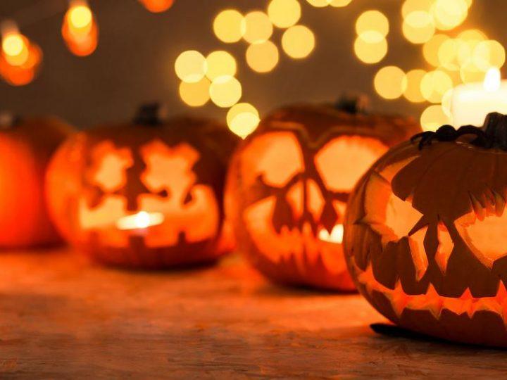 """Voluntarios de """"la Caixa"""" celebran Halloween con una fiesta para personas con discapacidad intelectual"""