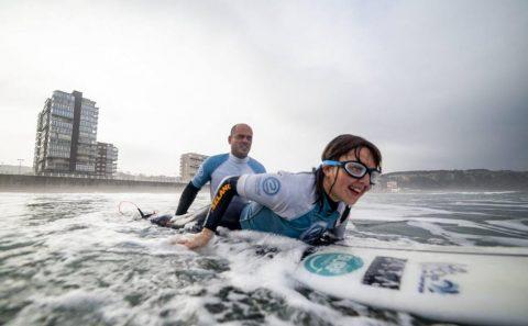 Carmen López, la primera invidente española en un Mundial de surf
