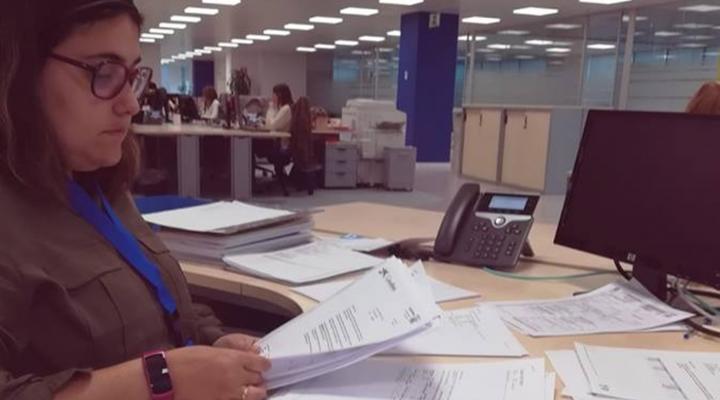 Tamara Jiménez de la Fundación Aprocor, firma un contrato laboral con VASS