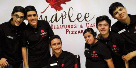 Maplee pizzería en Tepatitlán atendida por jóvenes con discapacidad