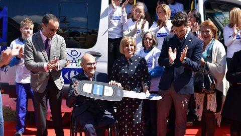 Fundación Carrefour dona una furgoneta adaptada a Cocemfe Ceuta