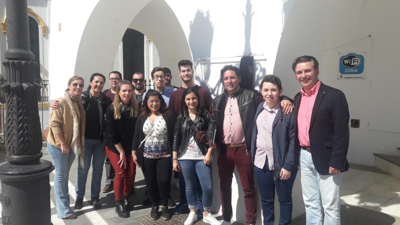 Jóvenes con y sin discapacidad desarrollan una 'app' para visibilizar los monumentos de Barcarrota