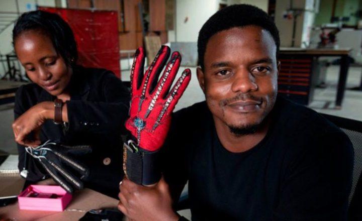 Inventan unos guantes que traducen la lengua de signos en palabras habladas
