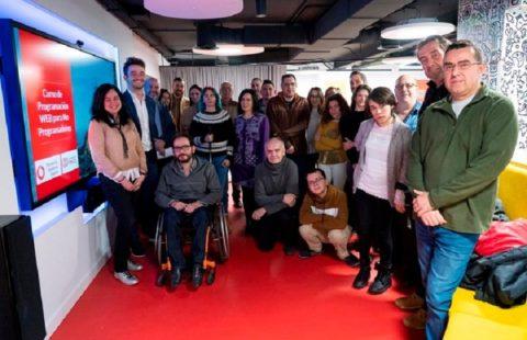 Once y Vodafone forman en programación a personas con discapacidad