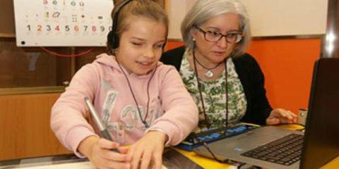 Un centenar de alumnos ciegos retoman el cole virtual de la ONCE