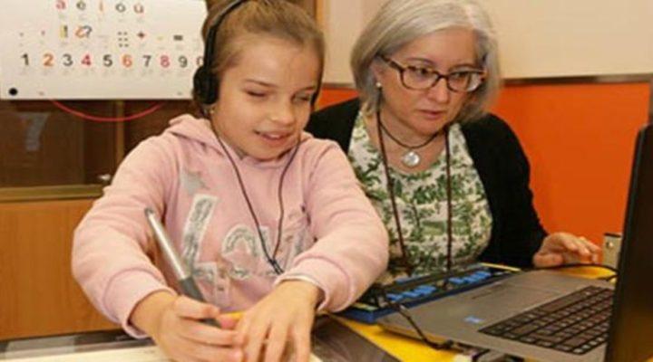 Un centenar de alumnos ciegos retoman el 'cole virtual' de la ONCE