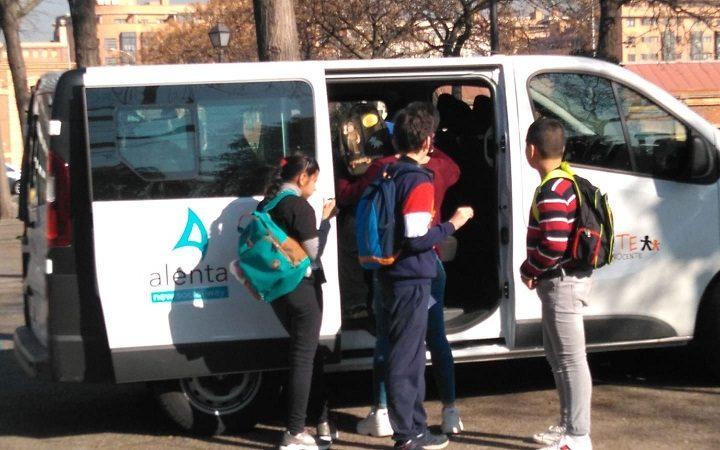 La Fundación Inocente hace entrega de la furgoneta al colegio Alenta