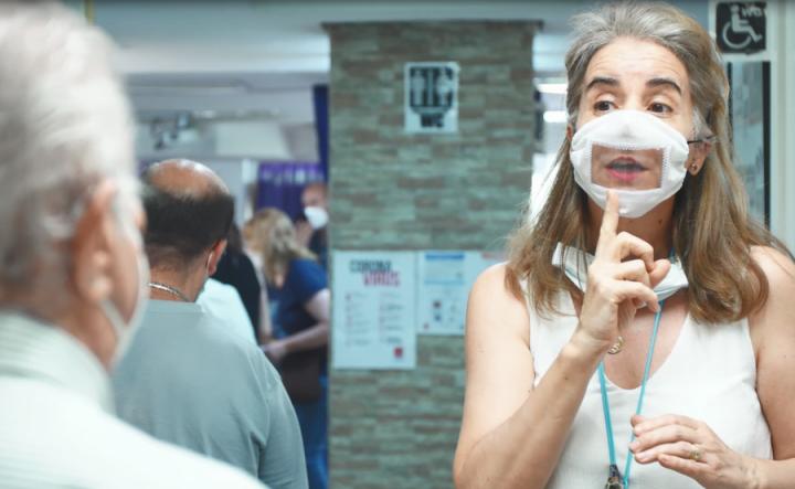 Iberdrola dona 1.000 mascarillas para personas sordas