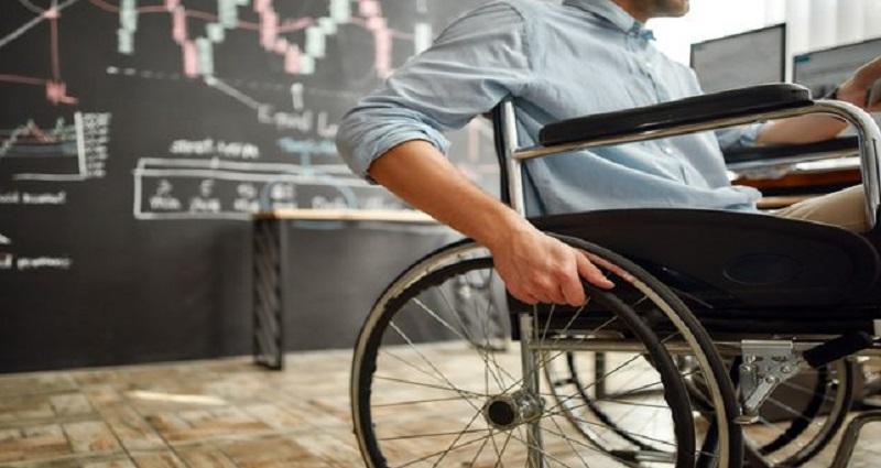 Becas universitarias Fundación Randstad-UOC para personas con discapacidad