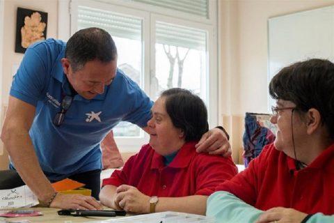 """Voluntarios de """"la Caixa"""" impulsan la visibilización del autismo a través del teatro social"""