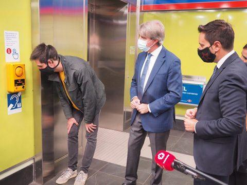 Metro dispondrá de unos interfonos que faciliten la comunicación con personas con discapacidad auditiva