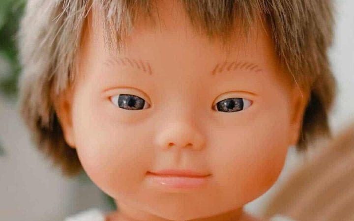 """Muñecos con síndrome de Down hechos en España ganan premio al """"mejor juguete 2020"""" y promueven valores"""